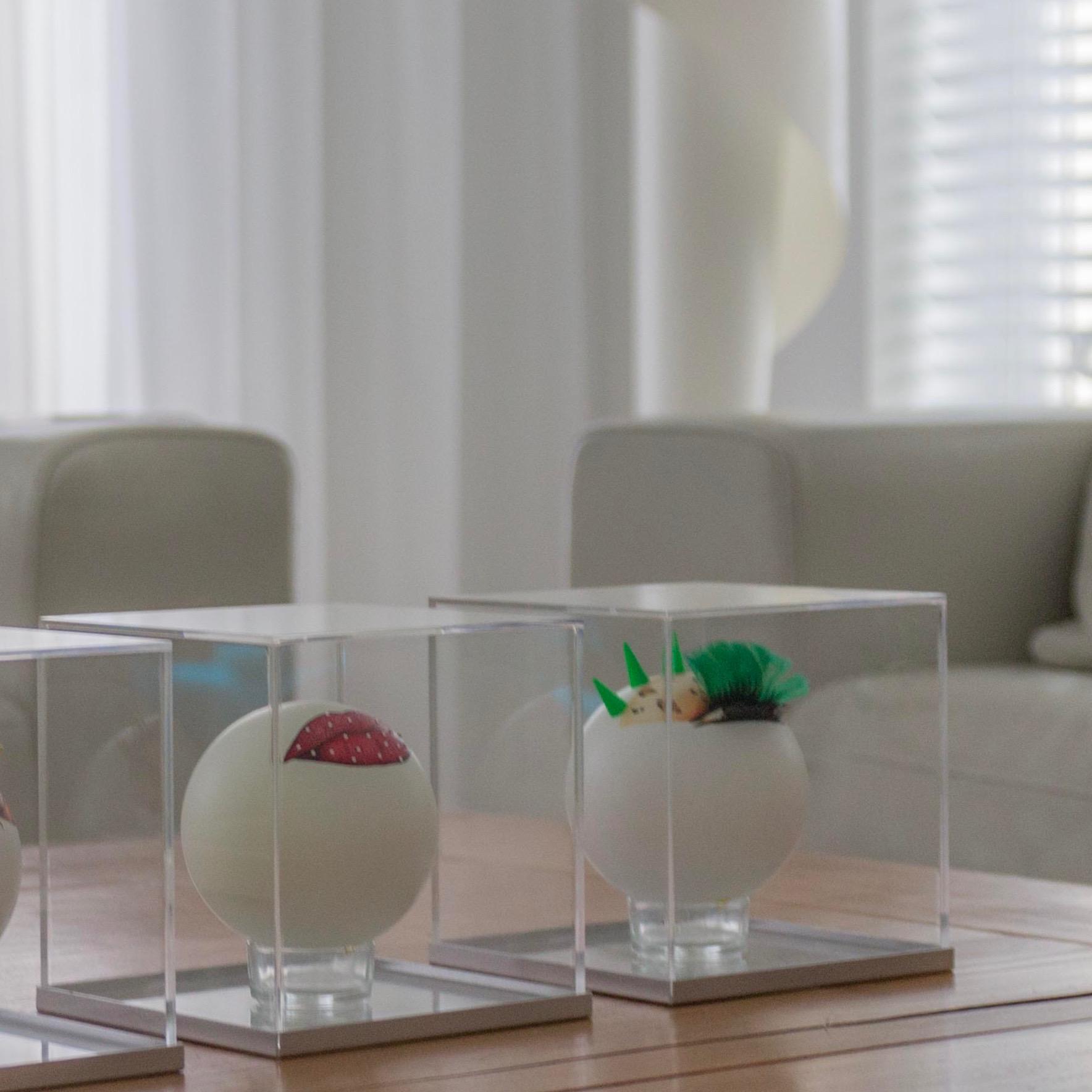 Fashion Balls onder glas in woonkamer